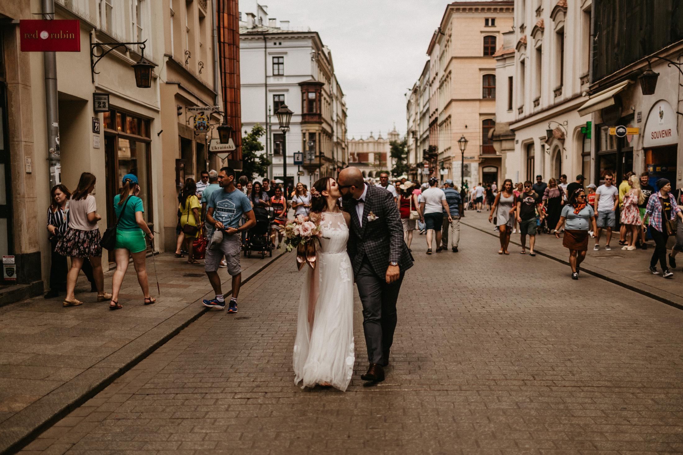 kameralny slub w krakowie fotograf slubny 00075