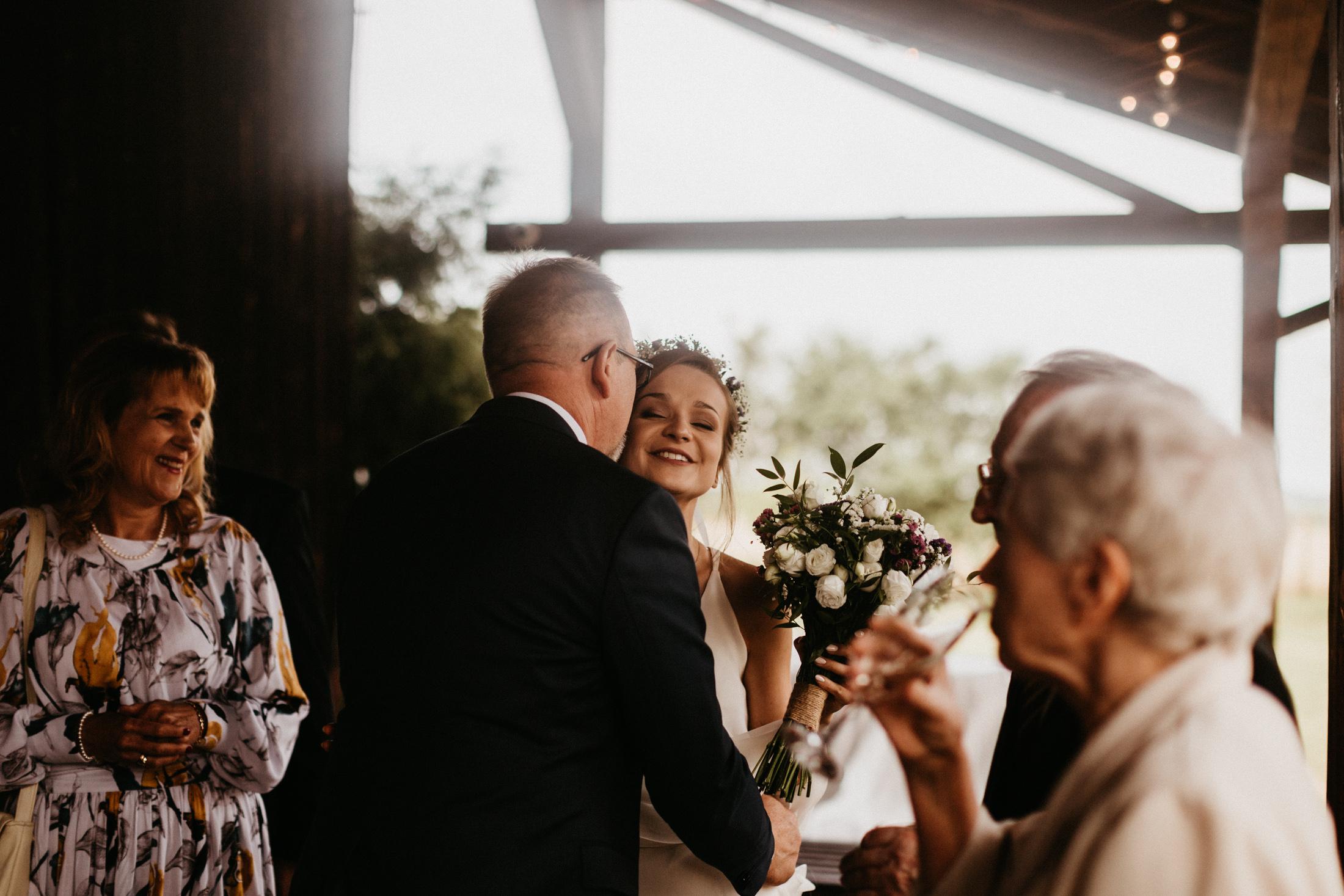 wesele w stodole folwark wiazy krakow slub 00074