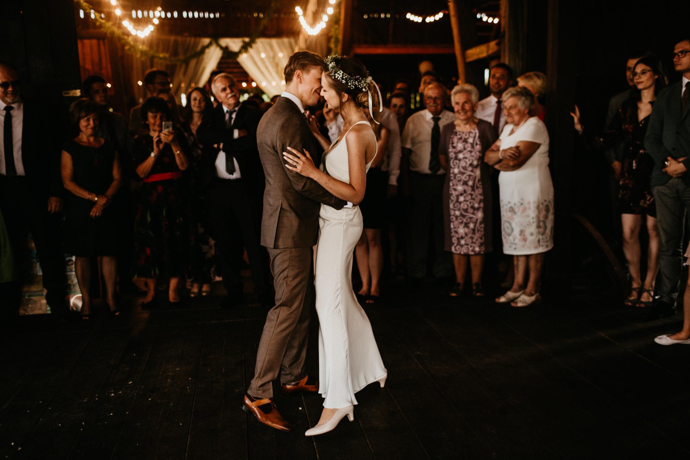 wesele w stodole folwark wiazy krakow slub 00086