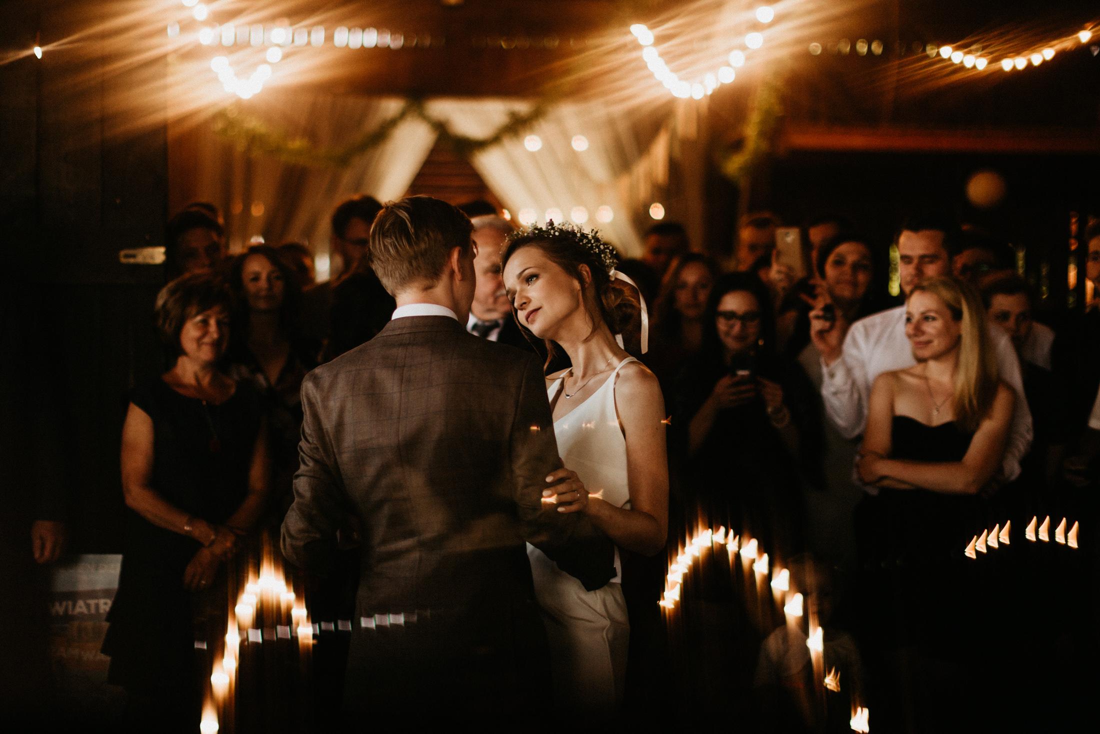 wesele w stodole folwark wiazy krakow slub 00087