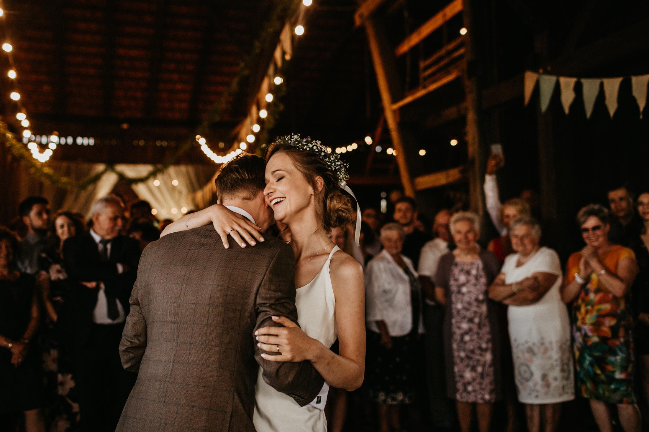 wesele w stodole folwark wiazy krakow slub 00090