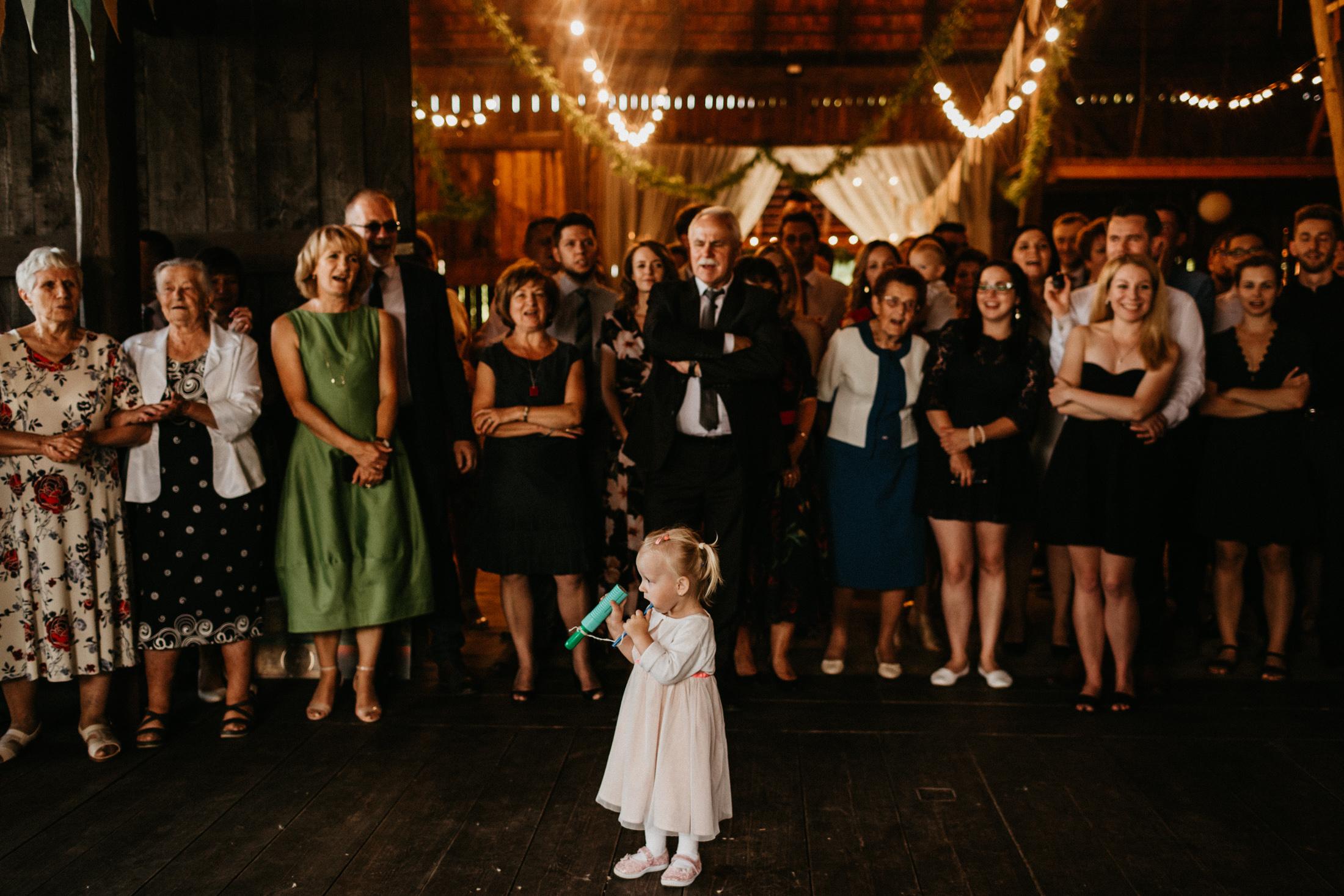 wesele w stodole folwark wiazy krakow slub 00092