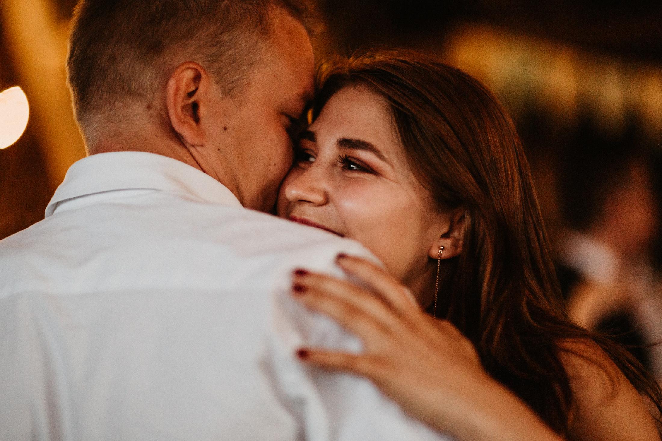 wesele w stodole folwark wiazy krakow slub 00125