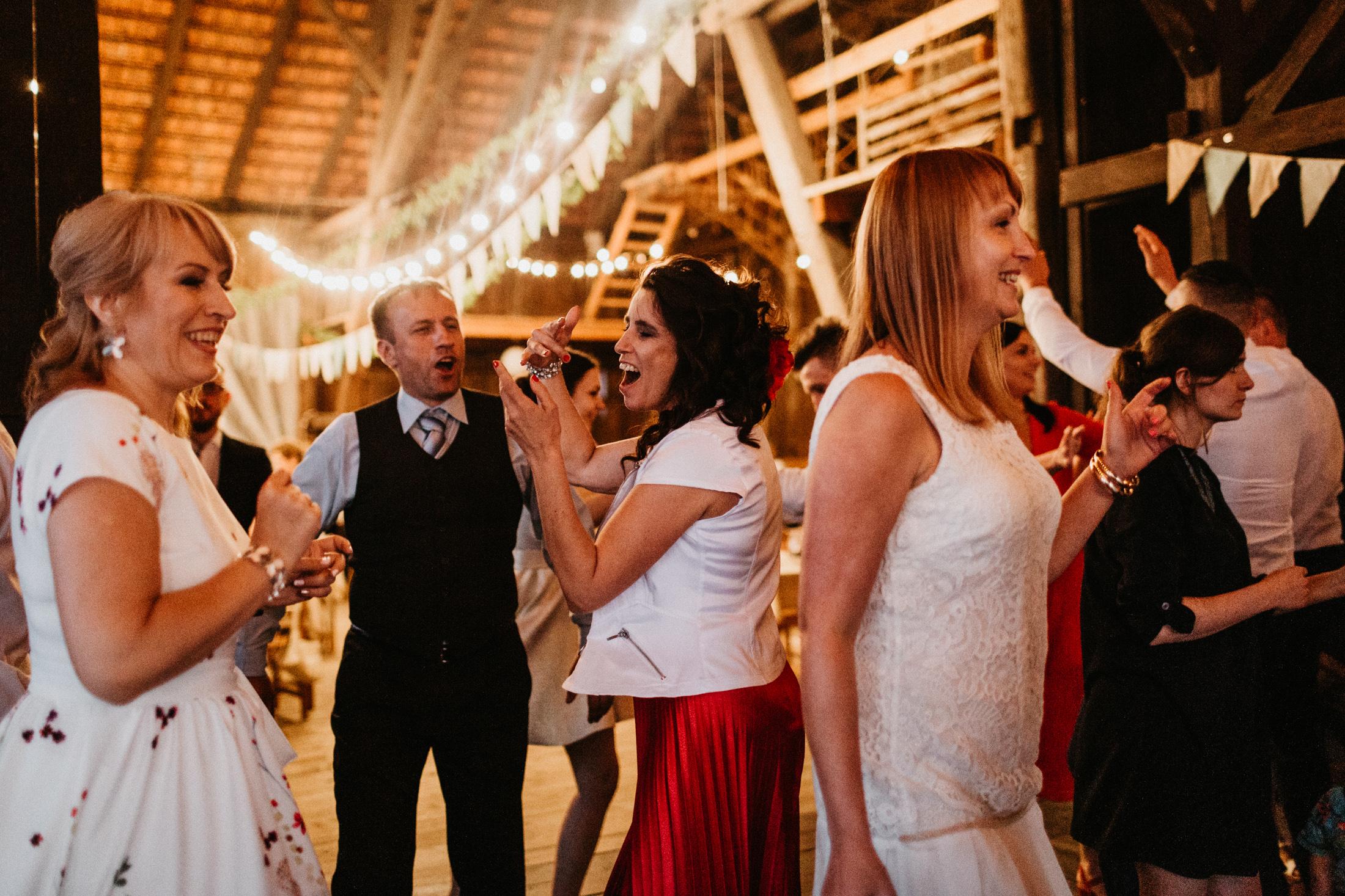 wesele w stodole folwark wiazy krakow slub 00126