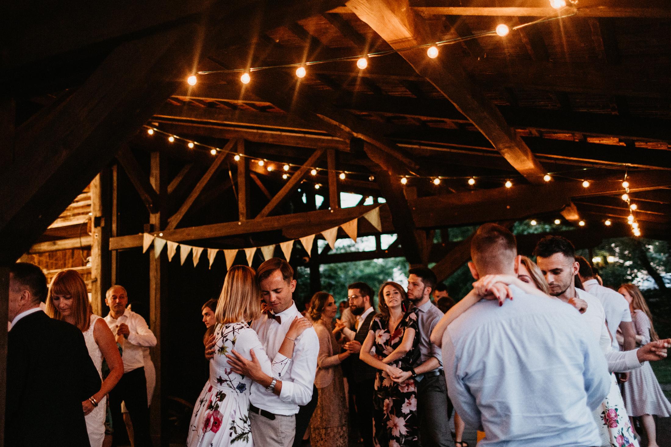 wesele w stodole folwark wiazy krakow slub 00128