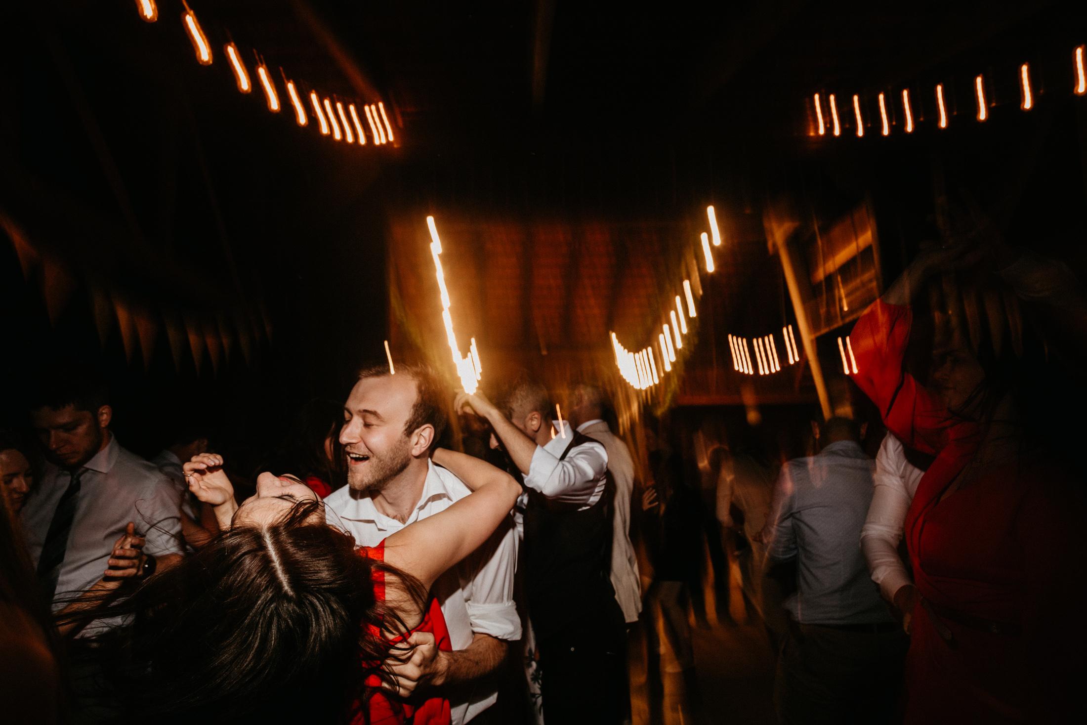 wesele w stodole folwark wiazy krakow slub 00151