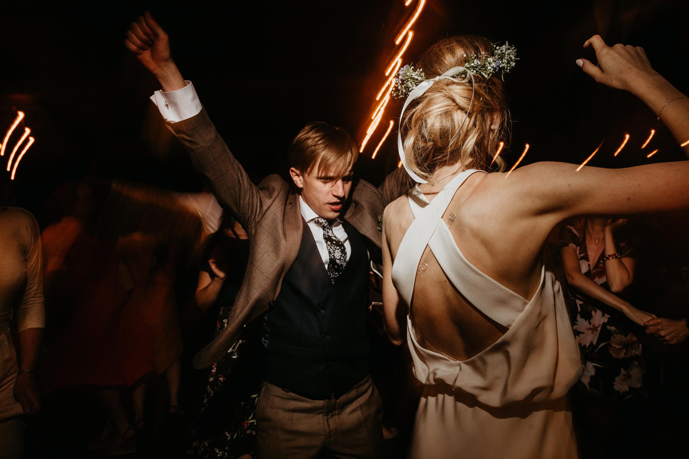 wesele w stodole folwark wiazy krakow slub 00152