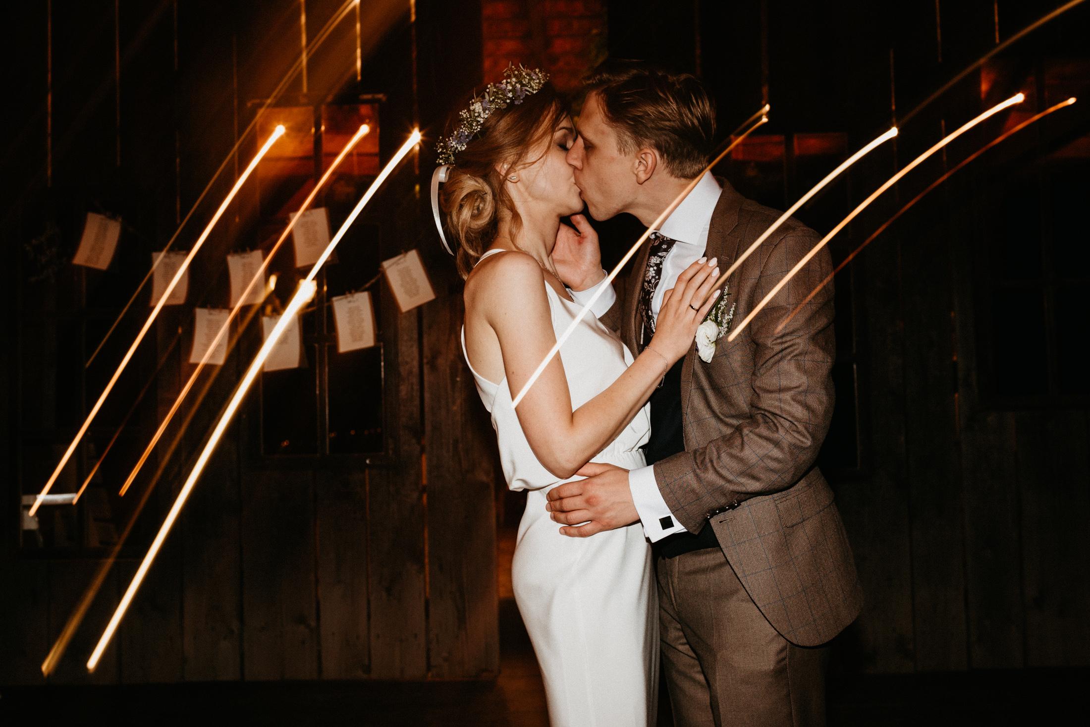 wesele w stodole folwark wiazy krakow slub 00159